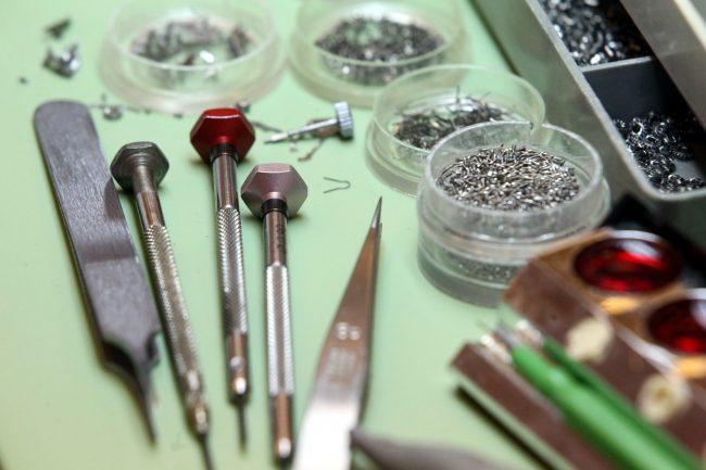 петергофский часовой завод ракета наручные часы производство промышленность инструменты