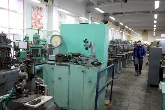 петергофский часовой завод ракета наручные часы производство промышленность рабочие станки