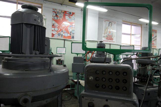 петергофский часовой завод ракета наручные часы производство промышленность станки