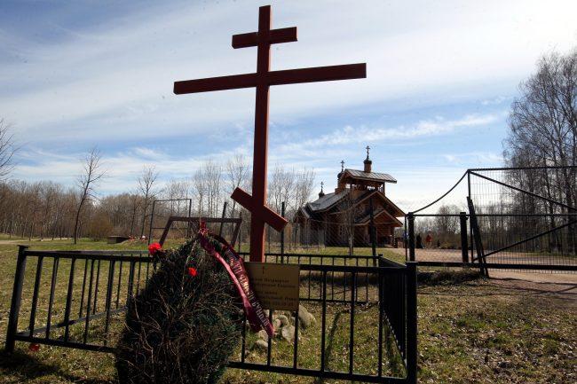 церковь святой нины полежаевский парк крест могила