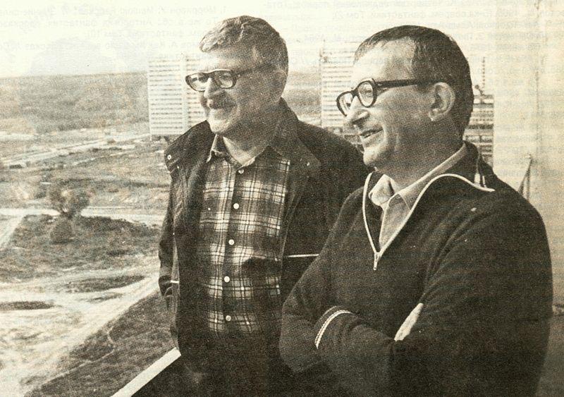 Братья Стругацкие на балконе