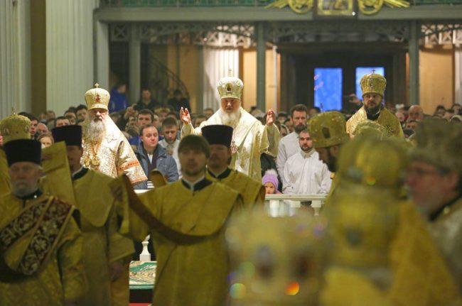 патриарх кирилл в александро-невской лавре