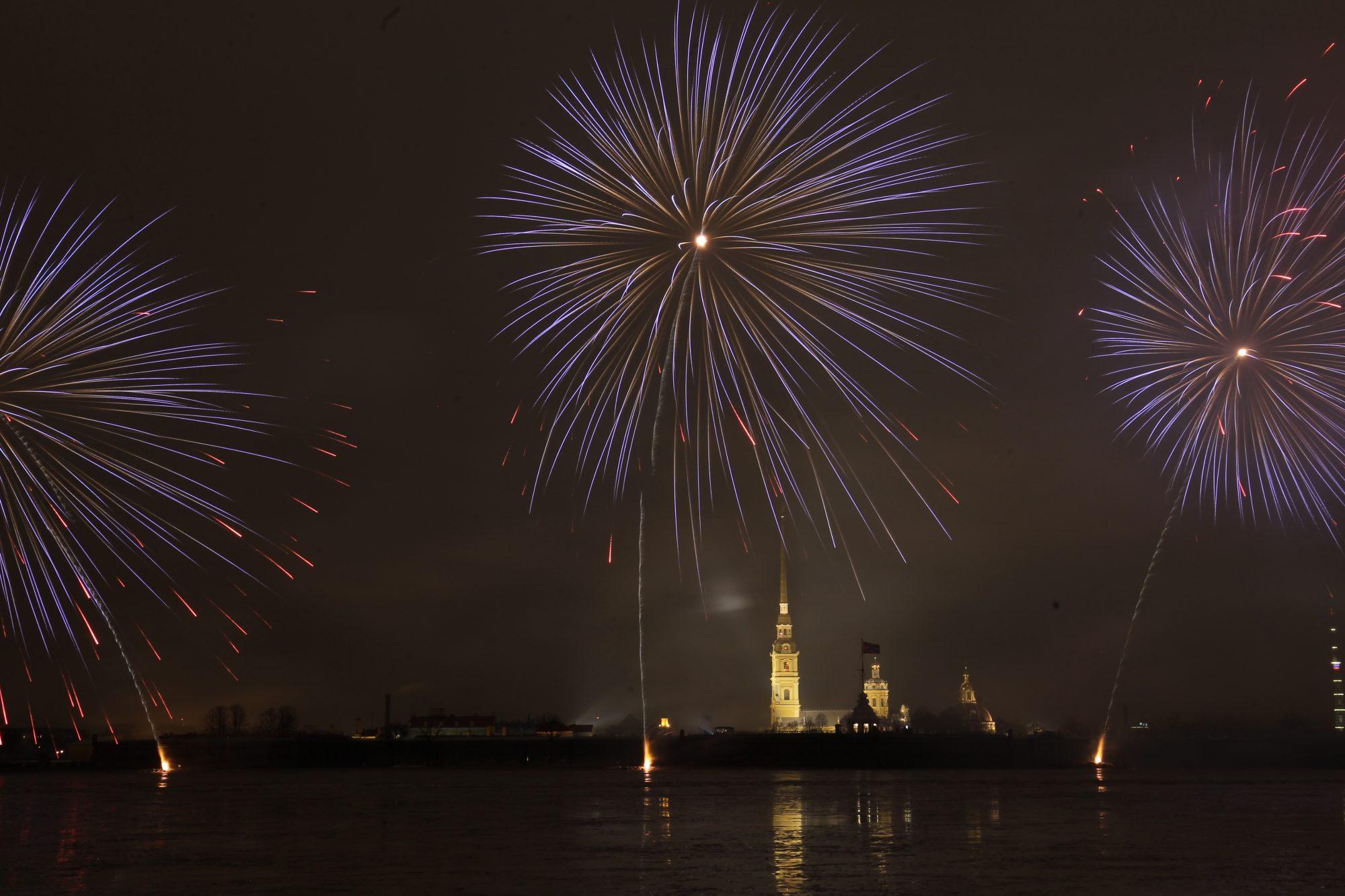 30 декабря фейерверк нева петропавловская крепость