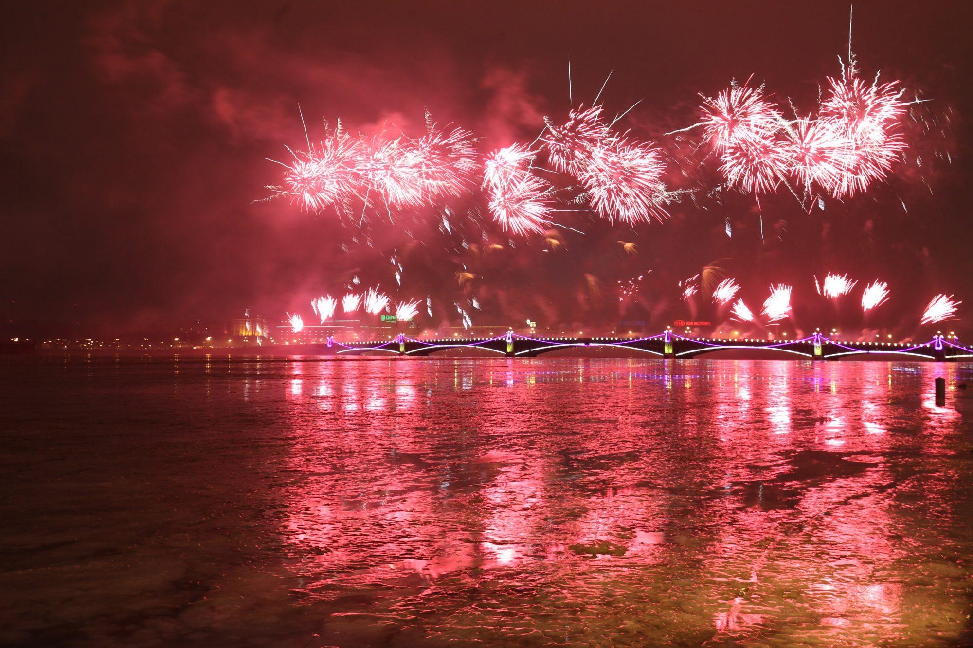 30 декабря фейерверк нева троицкий мост