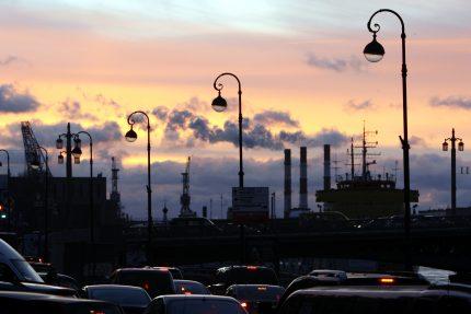 дым закат небо фонари автомобили пробка экология