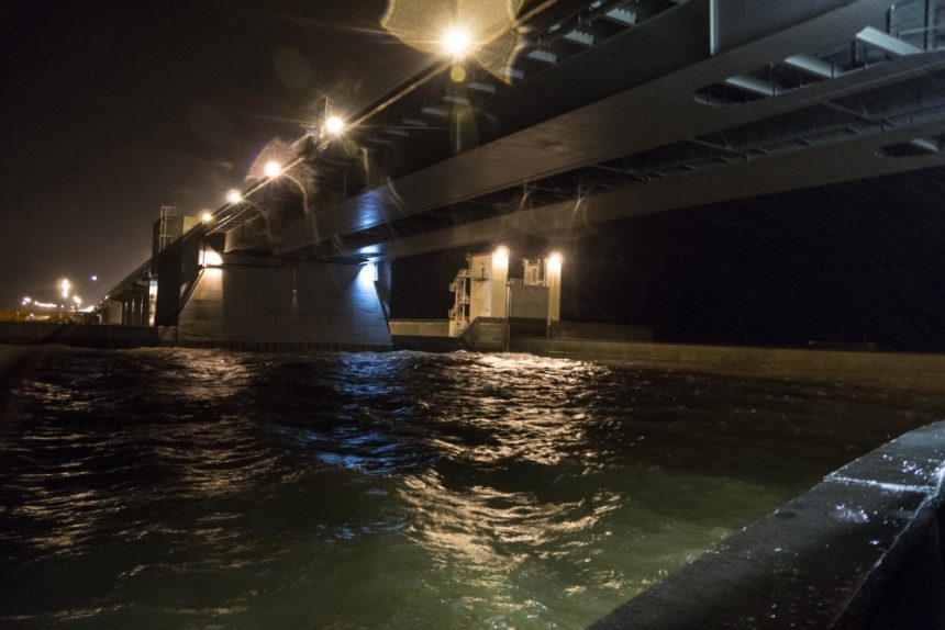 дамба комплекс защитных сооружений от наводнений кзс затвор