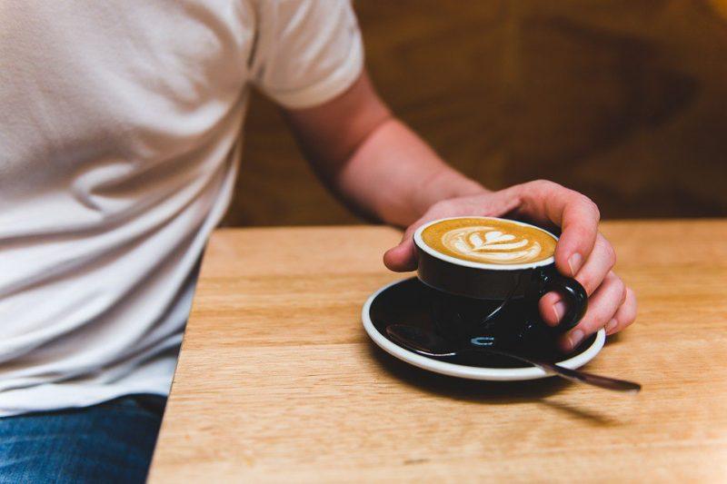быстрые свидания кофе рука мужчина