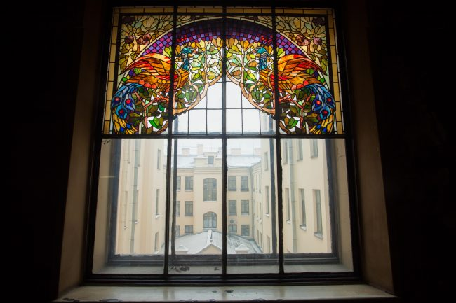 витраж, окно, парадная росфото на большой морской 35