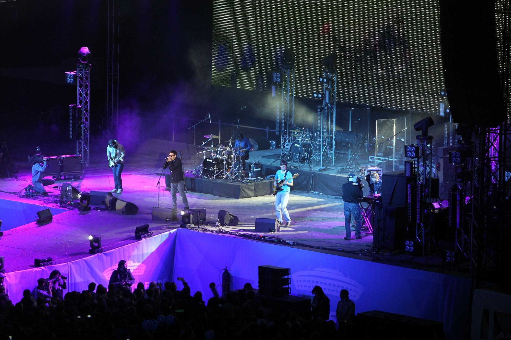 стадион на крестовском зенит-арена концерт фестиваль радио зенит группа танцы минус