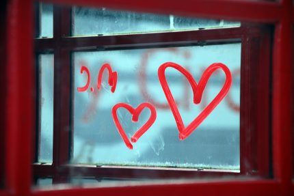 любовь сердце окно
