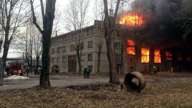 пожар склады улица салова гу мчс по петербургу огонь чп