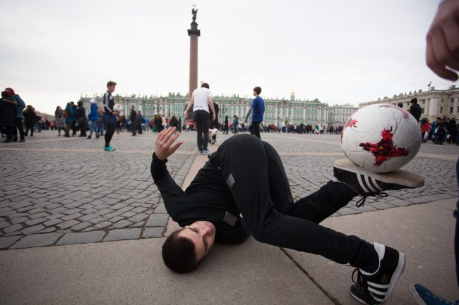 флэшмоб Дворцовая площадь 100 дней до Кубка Конфедераций футбол мяч