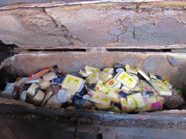 """В Петербурге сожгли более 130 кг """"санкционных"""" продуктов из Европы"""