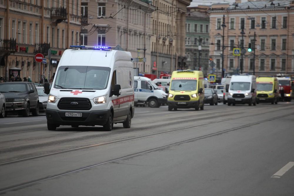 скорая помощь медики врачи теракты взрывы в метро петербурга
