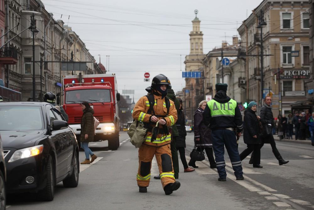 полиция дпс пожарные мчс оцепление теракты взрывы в метро петербурга