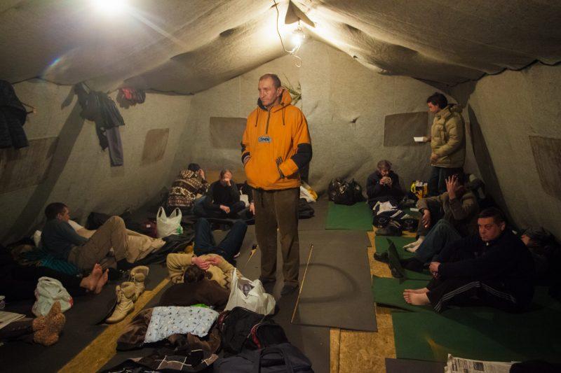 как работают пункты обогрева для бездомных и кто в них живёт