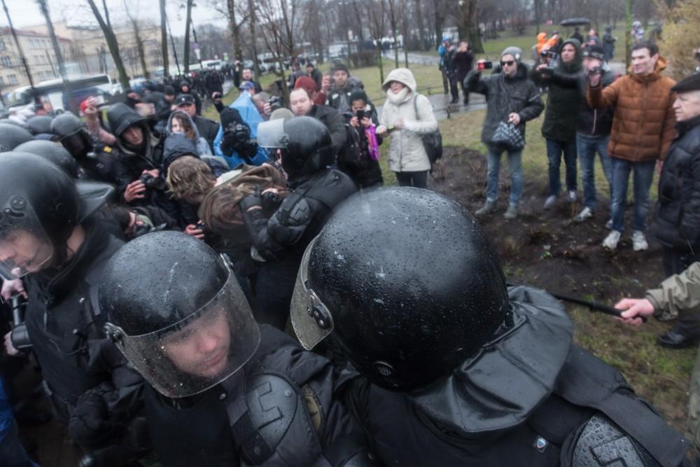 nadoelo_15 полиция задержания митинг надоел горьковская 29.04.2017