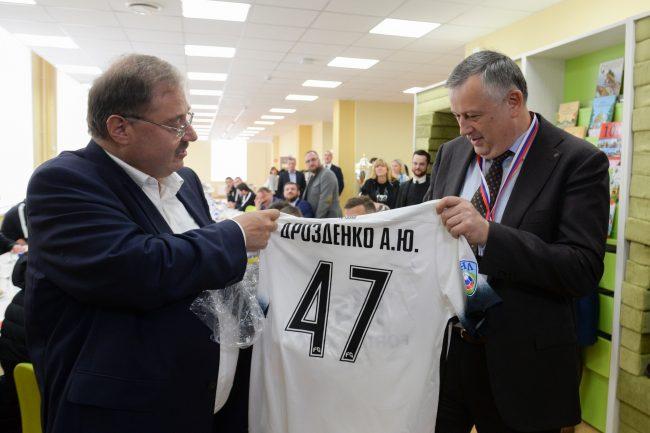 Губернатор Ленобласти получил 47-й номер в футбольном клубе «Тосно»