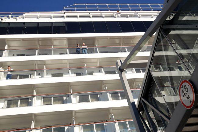 морской пассажирский порт круизный лайнер viking sky туристы туризм