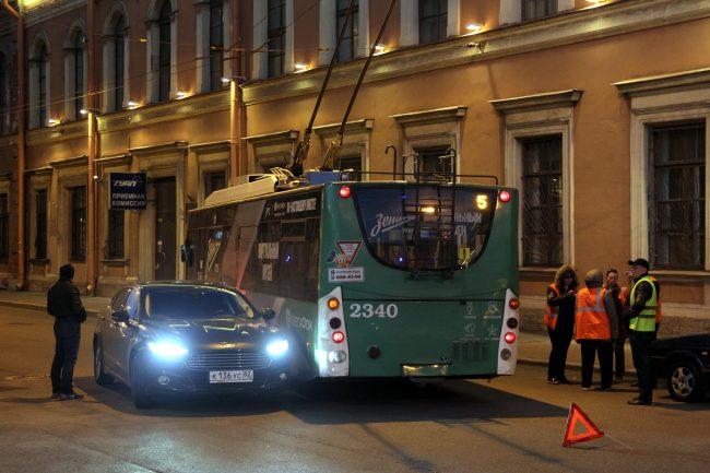 дтп авария столкновение троллейбус площадь труда