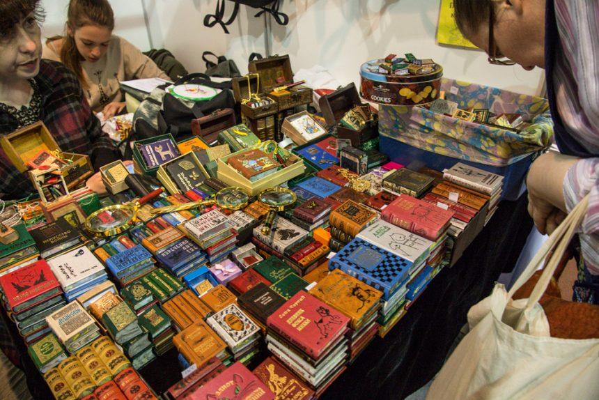 В Петебурге открылся Новогодний книжный салон