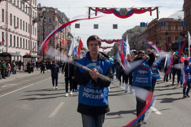 первомайская демонстрация первое мая флаг России