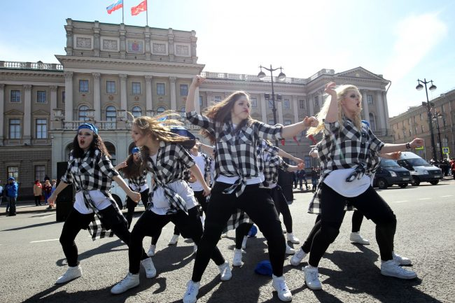 первомайская демонстрация первое мая Исаакиевская площадь Мариинский дворец ЛДПР танцы