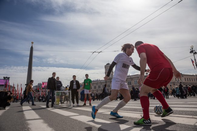 первомайская демонстрация первое мая невский проспект футбол