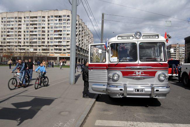 парад ретроавтомобилей транспорт автобус ЗИС-127