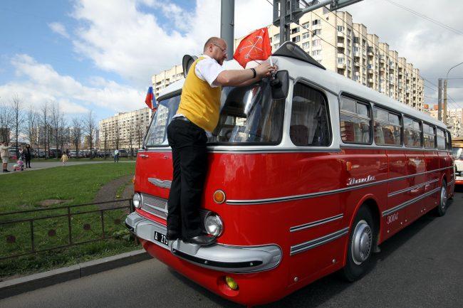 парад ретроавтомобилей транспорт автобус Ikarus Lux