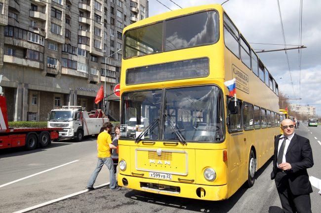 парад ретроавтомобилей транспорт автобус двухэтажный
