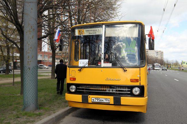 парад ретроавтомобилей транспорт автобус Ikarus