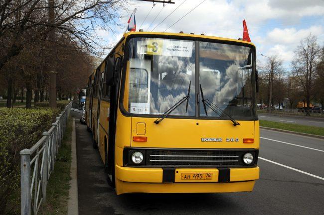 парад ретроавтомобилей Невский проспект транспорт автобус Ikarus 280