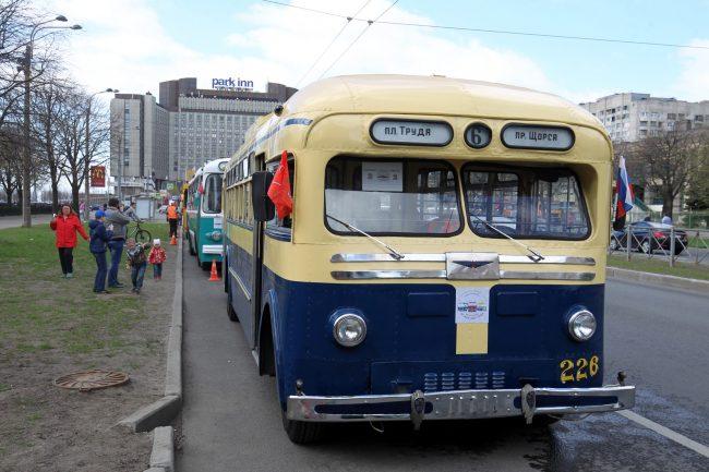 парад ретроавтомобилей транспорт троллейбус МТБ-82 гостиница Park Inn Прибалтийская