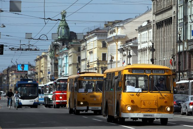 парад ретроавтомобилей Невский проспект транспорт автобусы Лиаз-677