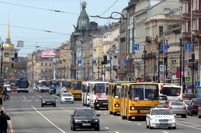 парад ретроавтомобилей Невский проспект транспорт автобусы Ikarus