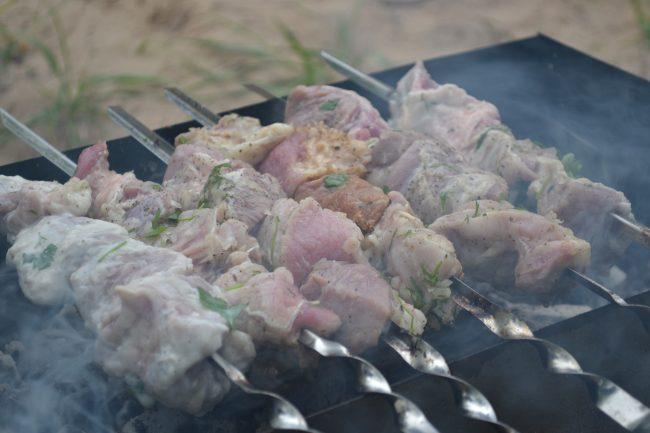 Шашлык мясо пикник shashluk_v_kefirnom_marinade_shashluk_na_mineralnoy_vode (2)