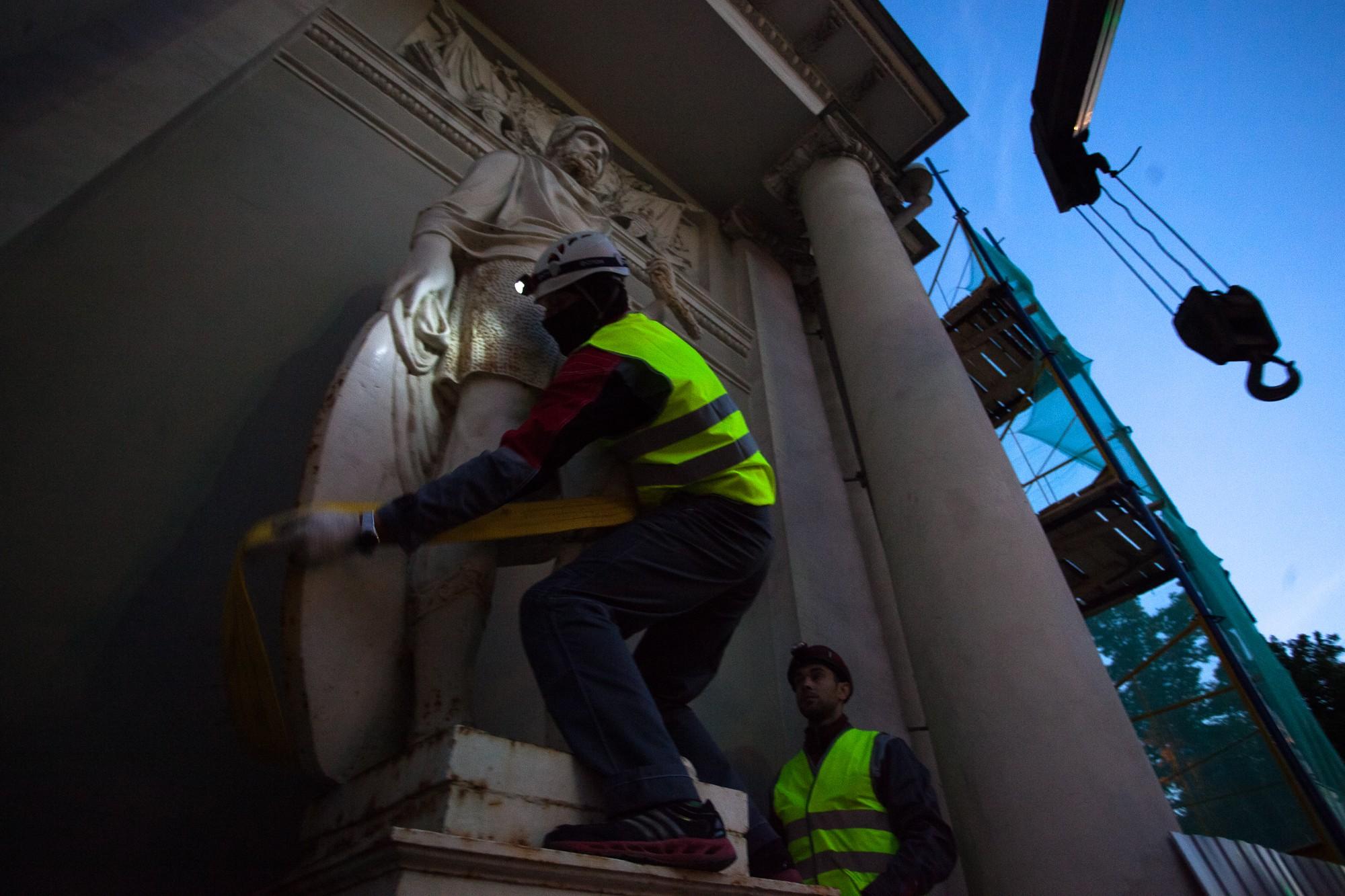 демонтаж реставрация аничков дворец статуи скульптуры