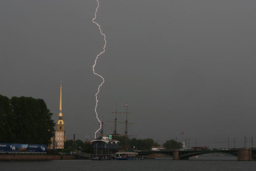 гроза молния дождь погода Петропавловская крепость Биржевой мост