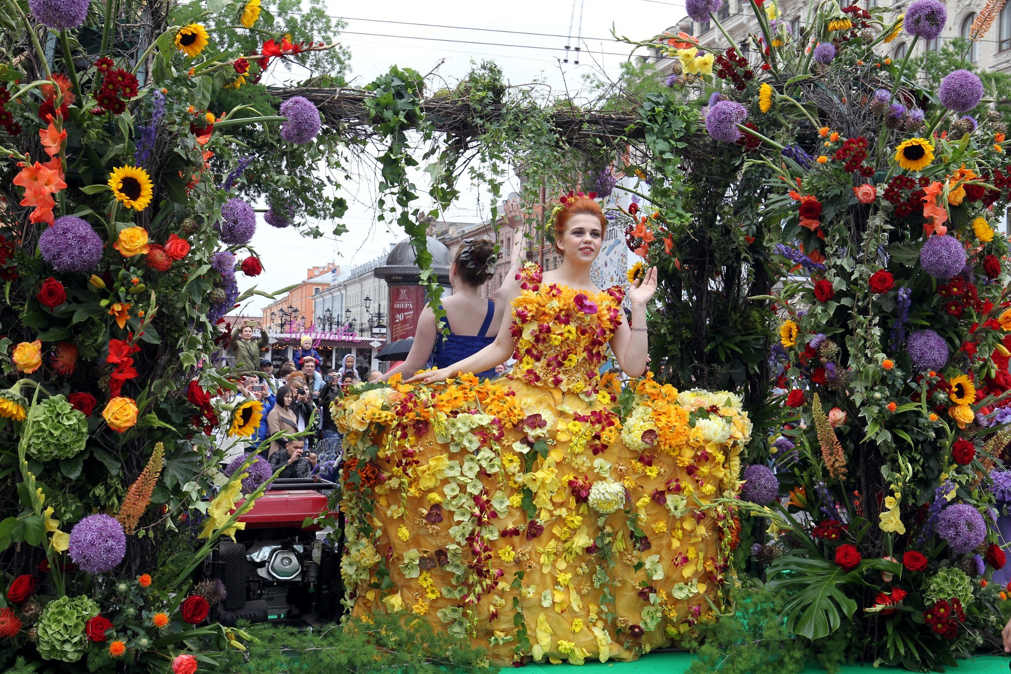 День России в Петербурге: «Русь танцевальная», фестиваль цветов и шествие духовых оркестров