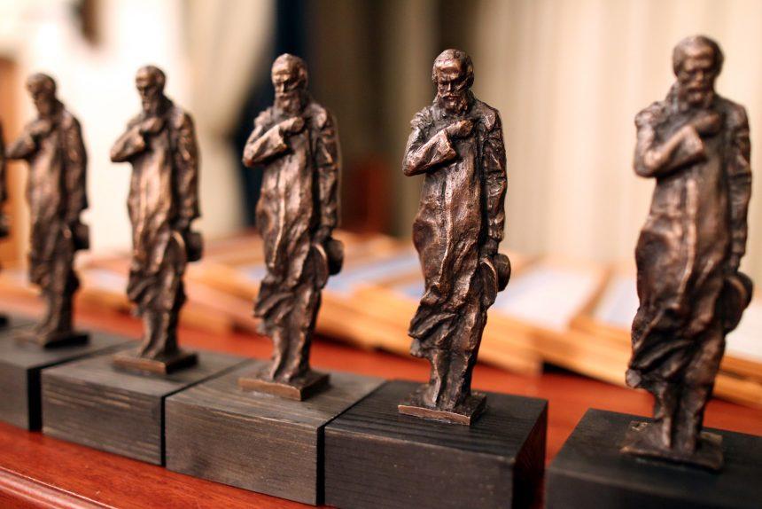 художественная премия Петрополь статуэтки Достоевский