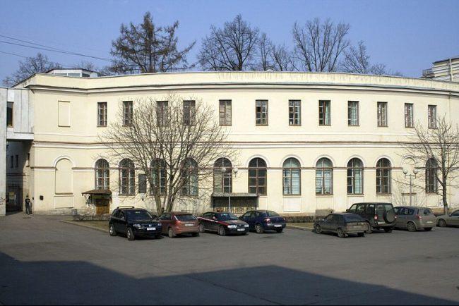 Аничков лицей готовит иск в суд против НТВ