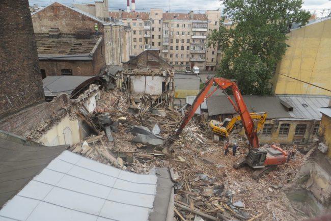В Петербурге сносят корпуса завода имени Оуфа