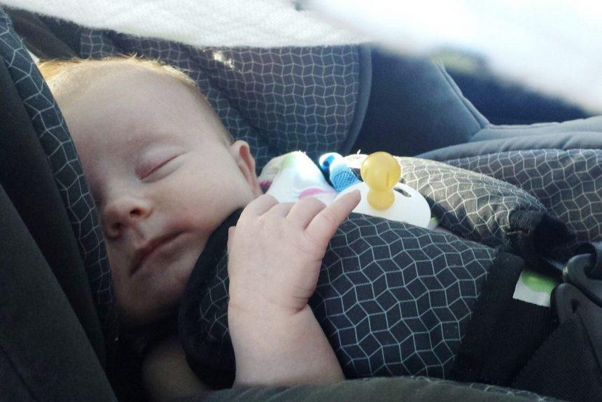 детское автокресло ребёнок младенец