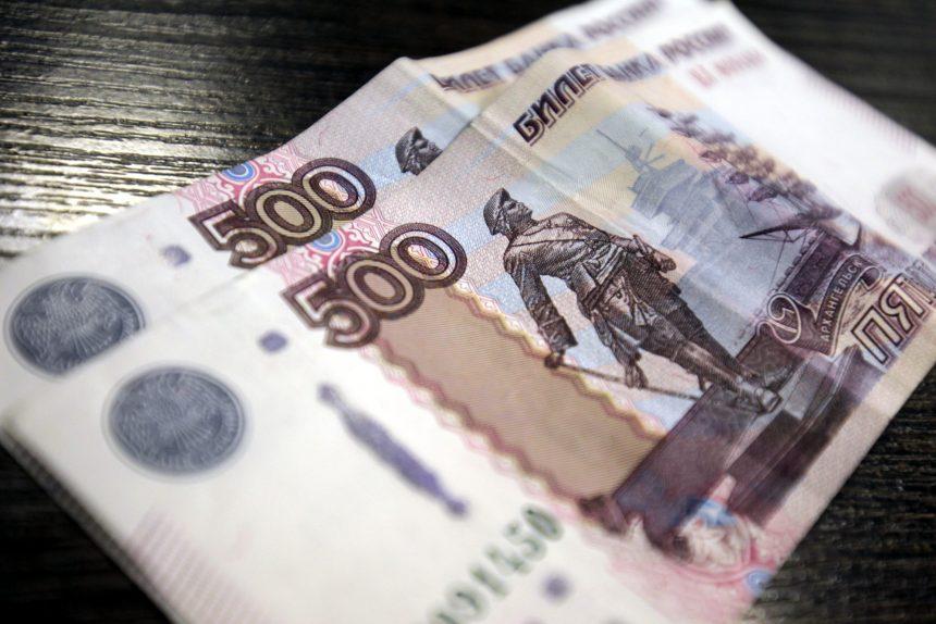деньги купюры 500 рублей тысяча 1000 рублей