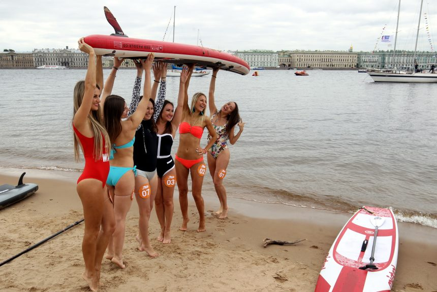 фестиваль Фонтанка SUP серфинг красивые девушки купальники