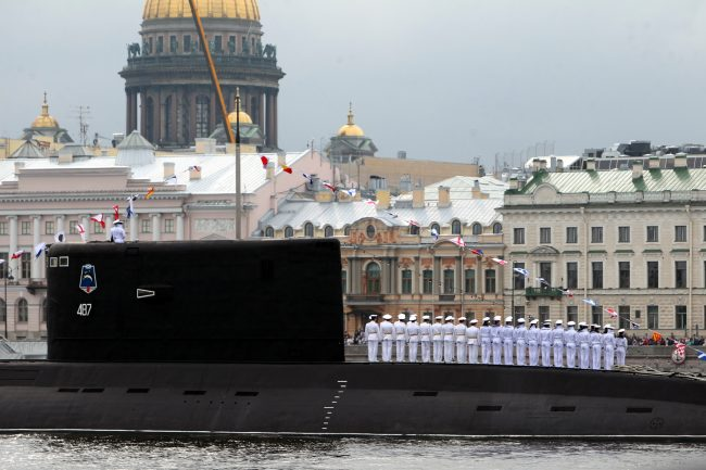 парад день военно-морского флота вмф моряки военные корабли подводная лодка