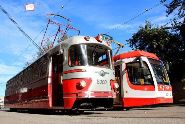 ретро-трамвай и трамвай