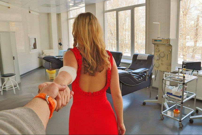 «Мы рекомендуем нашим донорам искать вторую половинку среди других доноров»: как сдать кровь в Петербурге и зачем это нужно