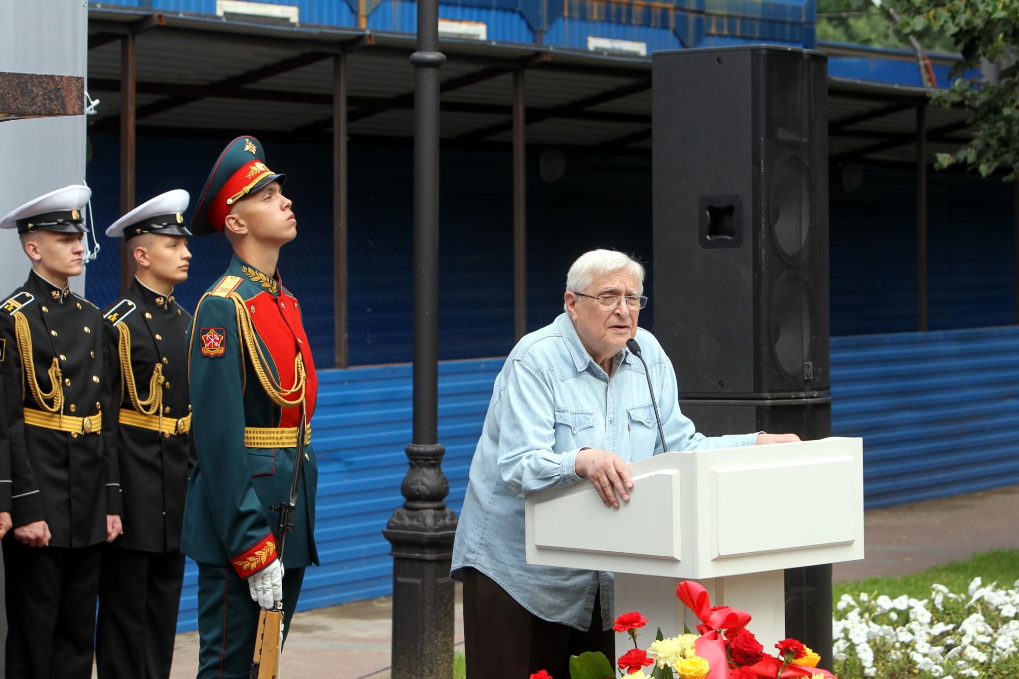 sobchak80-памятник Анатолию Собчаку почётный караул Олег Басилашвили
